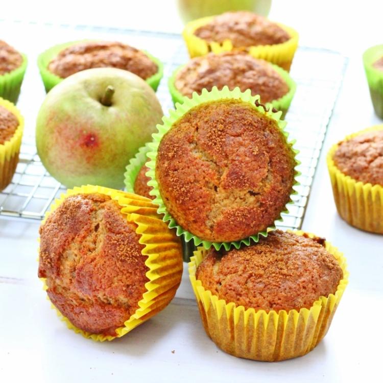 Cinnamon-applesauce-muffins-2-800x800